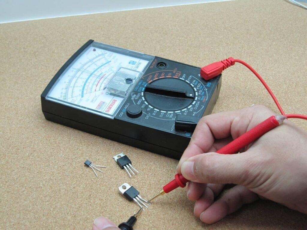 Le multimètre analogique efficace et pas cher